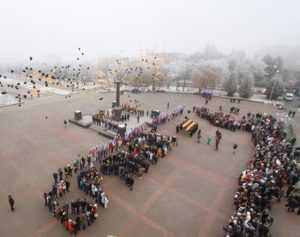 В Брянске в День героев Отечества выпустили в небо 300 шаров