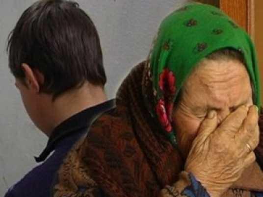 В брянском селе пьяный разбойник пытался задушить бабушку