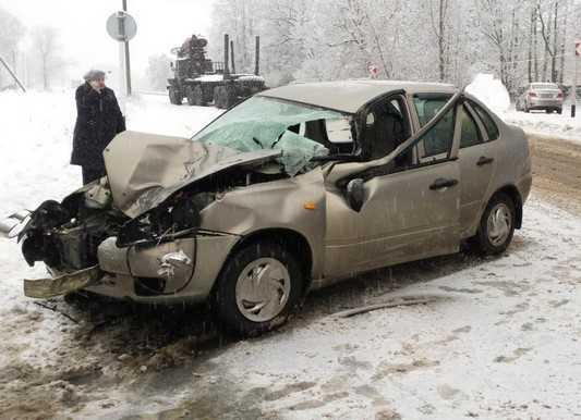 На брянской трассе появились первые жертвы снегопада