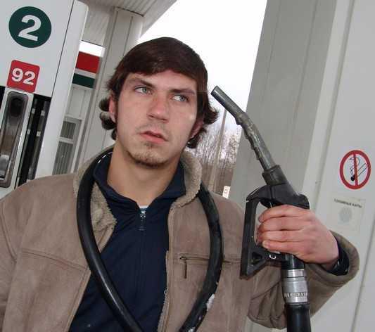 В Брянске вдруг на полтинник подешевел бензин