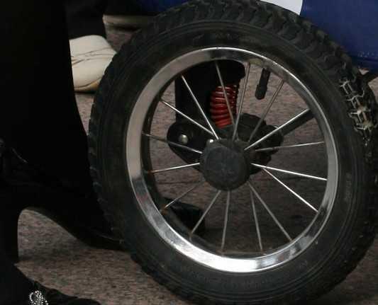 Брянская полиция начала поиск водителя, сбившего женщину с коляской