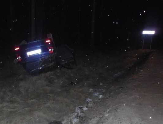 Под Навлей грузовик отправил под откос брянского водителя