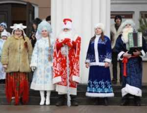 Парад Дедов Морозов собрал в Брянске 50 новогодних волшебников