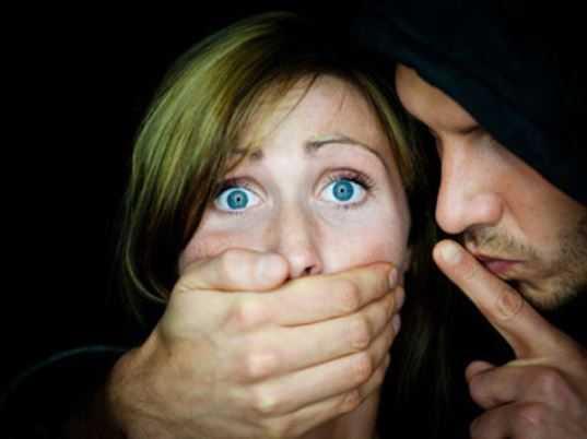 В Брянске пьяный уголовник пытался изнасиловать незнакомую девушку