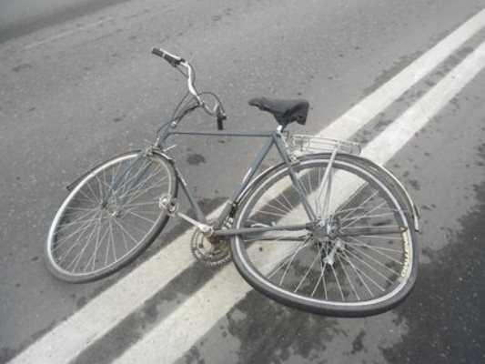 Брянский велосипедист, угодив под «Форд», впал в кому