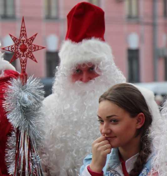 Екатерина Лахова сделала новогодние подарки брянским школам и арестантам