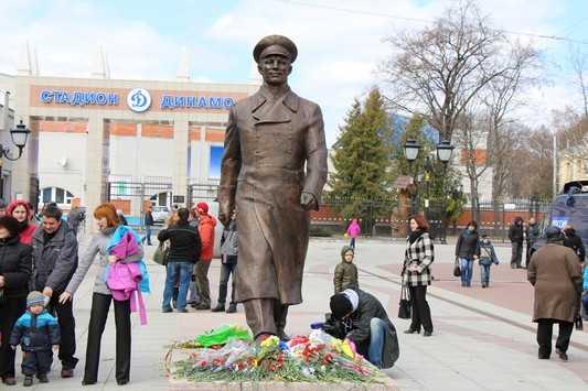 Памятник Юрию Гагарину в Брянске установили незаконно