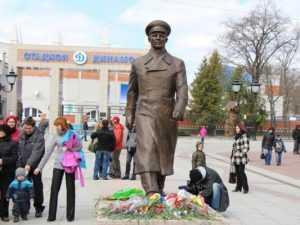 Скандалы-2014: памятник Гагарину, маршрутчики, отравленный пруд