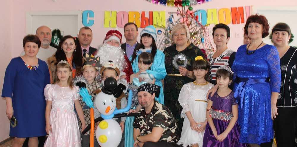 Сотрудники «Брянсккоммунэнерго» привезли новогодние подарки в социальный приют