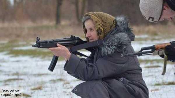 Украинская бабушка-каратель тренируется убивать