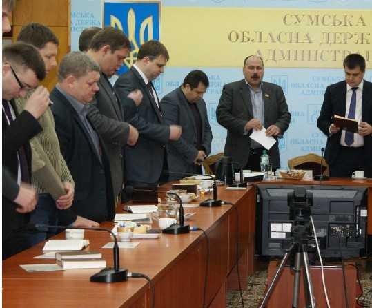 Украинские чиновники начали молиться в перерывах между людоедством