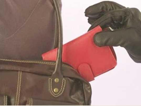 Полиция поймала 76-летнего брянца, укравшего кошелёк в супермаркете