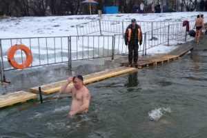 В Крещенских купаниях приняли участие почти пять тысяч брянцев