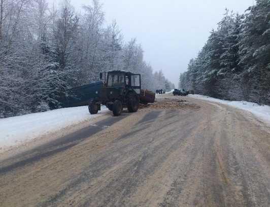 На трассе под Брянском трактор столкнулся с «ГАЗелью» и «Хёндэ»