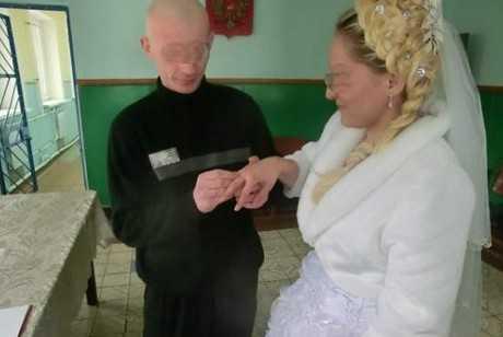 В Брянской колонии сыграли четыре свадьбы