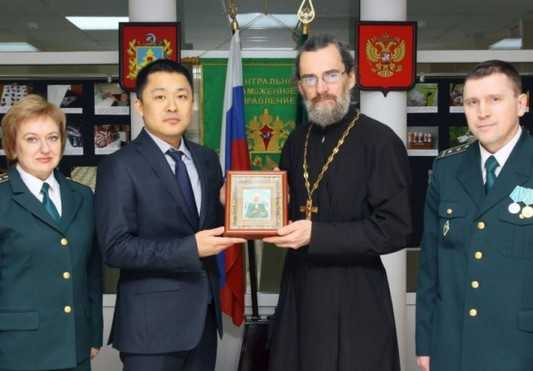 Брянские таможенники передали в храм икону Святой Ксении Петербургской