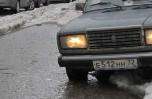 В Брянске из-за половодья поплыли автомобили