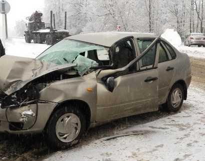 На брянской дороге автомобилистка перевернула свою «Ладу»