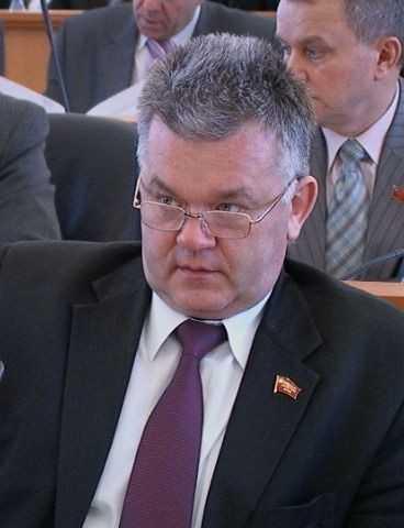 Брянские депутаты начали биться за платные должности