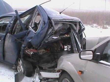 Брянский водитель спровоцировал два столкновения и попал в больницу