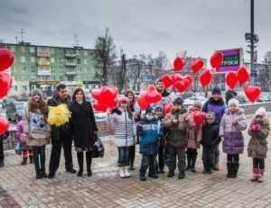 «Добрый журавлик» открыл в Брянске детскую выставку «Ладошки к солнцу»