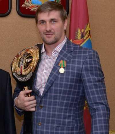 Брянский богатырь и депутат Виталий Минаков отпраздновал 30-летие
