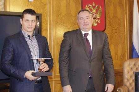 Дмитрий Рогозин наградил брянского самбиста