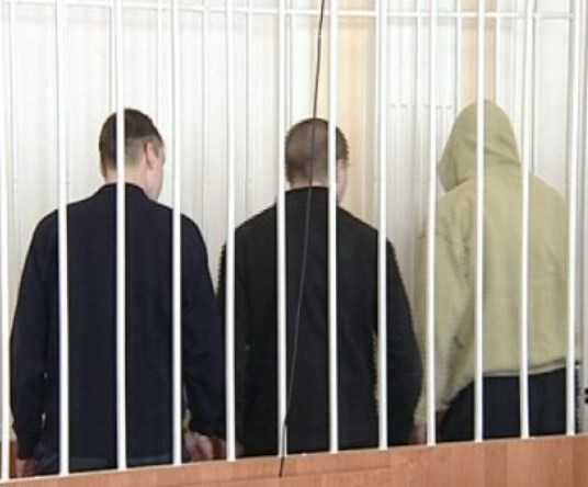Троих брянцев осудили за нападение на полицейских и убийство прохожего