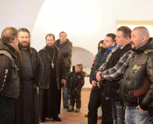 «Ночные волки» побывали в брянском храме и Свенском монастыре