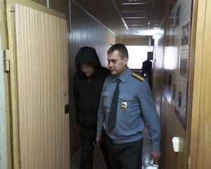 Уголовник пырнул брянца ножом и оставил его возле больницы