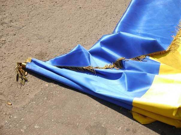 Депутат Рады во избежание новых бед призвал перевернуть флаг Украины