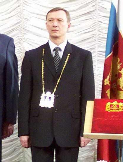 Беды памятника Гагарину в Брянске связали с «пластиковой» медалью губернатору