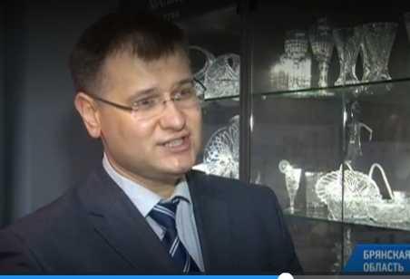 Дятьковским хрустальщикам заказали вазы для Госдумы