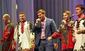 Брянские депутаты, чиновники и спортсмены исполнили военные песни