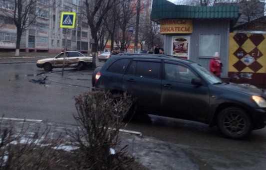 Один человек пострадал при столкновении иномарок в Брянске