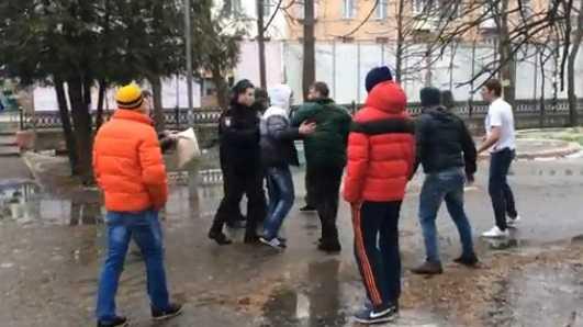 Масленицу в Брянске забияки разнообразили кулачным боем (видео)