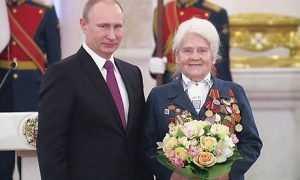 Президент России вручил награду брянской партизанке