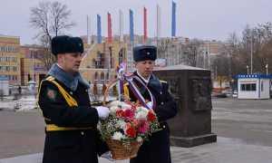 Брянцев поздравили с Днем защитника Отечества
