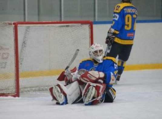 Хоккейный «Брянск», выйдя в плей-офф, уступил аутсайдеру турнира