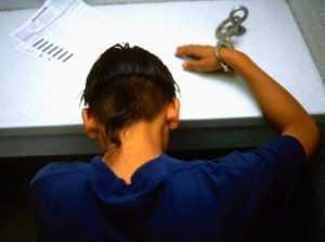 Юнец украл 12 тысяч из кабинета главврача брянской больницы