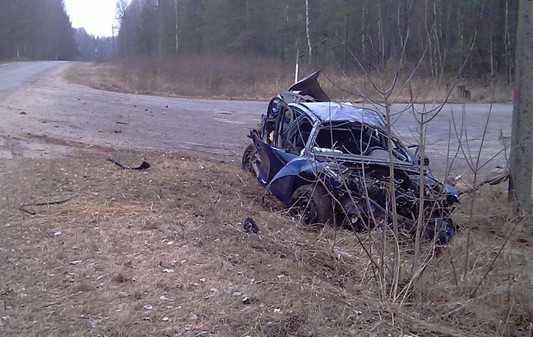 Под Новозыбковом погиб врезавшийся в дорожный знак водитель