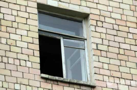 Московский полицейский-наркоман выпал из окна дома в центре Брянска
