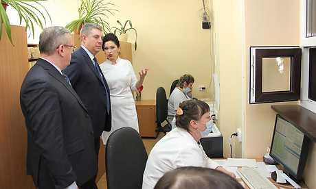 Брянский глава посоветовал врачам поликлиники избавиться от очередей