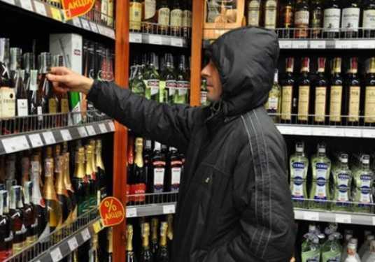 Убегая от полиции, брянец разбил украденные бутылки с алкоголем