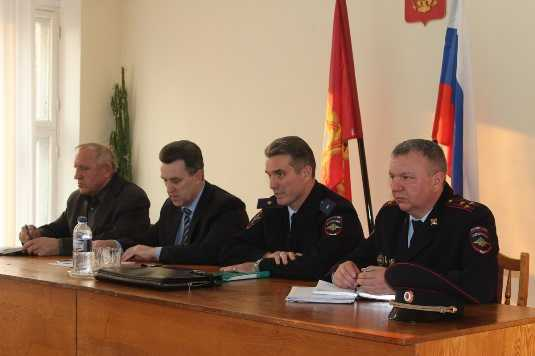 Начальник брянской полиции встретился с жителями посёлка Рогнедино