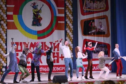 В Брянске прошёл фестиваль молодёжного позитива «Шумный балаган»