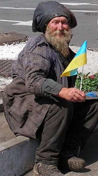 Украинские еврочеловеки покусали пенсионера возле банкомата