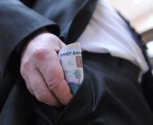 Сотрудника брянской инспекции труда оштрафовали за три взятки