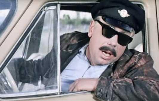 Брянский таксист ограбил пассажиров и выкинул их из машины