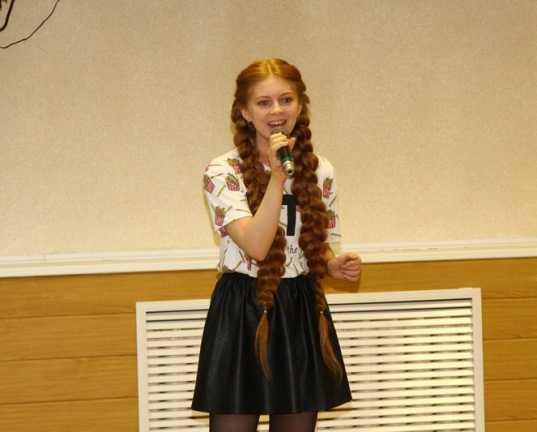 Юная участница «Голоса» спела для лучших учителей Брянска